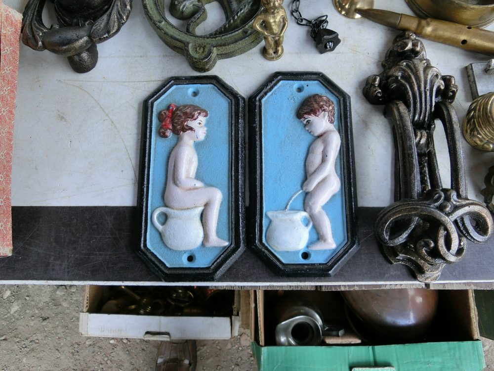 toilet-signs-377542_1920